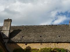 Château de Coulonges - Français:   Toit en lauzes du château de Coulonges, Montignac, Dordogne, France.