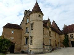 Château de Monsec - Français:   Le château de Monsec vu depuis le sud-est, Mouzens, Dordogne, France.