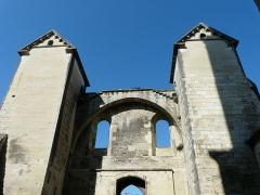 Cathédrale Saint-Front - Côté place de la Clautre, vue intérieure du portail d'accès à la cathédrale Saint-Front de Périgueux, Dordogne, France.