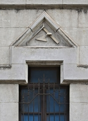 Ancienne loge maçonnique - Français:   Dessus de fenêtre, de la loge du Grand-Orient de France, Périgueux, Dordogne, France.