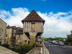 Maison dite Moulin Saint-Front - This building is indexed in the Base Mérimée, a database of architectural heritage maintained by the French Ministry of Culture,under the reference PA00082751 .