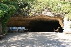 Grotte du Cro de Granville ornée de peintures et de gravures pariétales - English: Entrance of the Rouffignac cave, Rouffignac-Saint-Cernin-de-Reilhac, Dordogne, France. This site was occupied by Homo Sapiens, near 13,000 BP.
