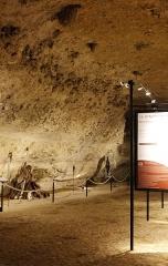 Grotte du Cro de Granville ornée de peintures et de gravures pariétales - Français:   Entrée de la grotte de Rouffignac.