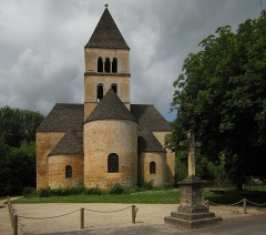 Eglise Saint-Léonce - This building is classé au titre des monuments historiques de la France. It is indexed in the base Mérimée, a database of architectural heritage maintained by the French Ministry of Culture,under the reference PA00082860 .