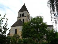 Eglise Saint-Léonce - Français:   L\'église Saint-Léonce vue depuis le nord-nord-ouest, Saint-Léon-sur-Vézère, Dordogne, France.