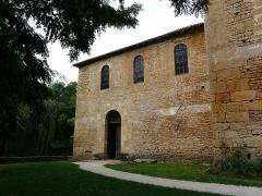 Eglise Saint-Léonce - Français:   L\'entrée de l\'église Saint-Léonce, Saint-Léon-sur-Vézère, Dordogne, France.
