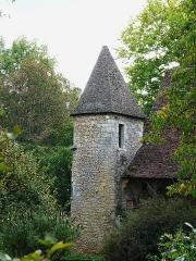 Manoir de la Salle et prieuré attenant - Français:   Tourelle sud de l\'ancien prieuré du manoir de la Salle, Saint-Léon-sur-Vézère, Dordogne, France.