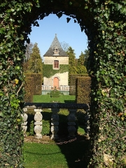 Château ou manoir d'Eyrignac - This building is indexed in the Base Mérimée, a database of architectural heritage maintained by the French Ministry of Culture,under the reference PA00082911 .