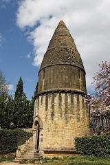 Cimetière Saint-Benoît, enfeux et chapelle sépulcrale - Français:   La lanterne des morts de Sarlat.