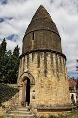 Cimetière Saint-Benoît, enfeux et chapelle sépulcrale -  La lanterne des morts de Sarlat.