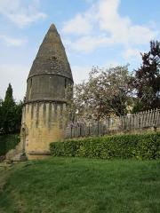 Cimetière Saint-Benoît, enfeux et chapelle sépulcrale - Français:   Lanterne des morts de Sarlat