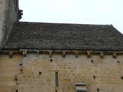 Eglise Saint-Pantaléon - Français:   Côté nord, les modillons et le toit de la nef de l\'église Saint-Pantaléon de Sergeac, Dordogne, France.