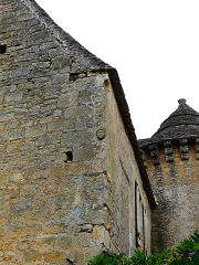 Manoir - Français:   Le côté sud-est du château de Cramirat, Sergeac, Dordogne, France.