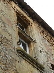 Manoir - Français:   Fenêtre à meneau simple du château de Cramirat, Sergeac, Dordogne, France.