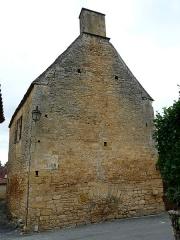 Manoir - Français:   Le pignon sud-est du château de Cramirat, Sergeac, Dordogne, France.