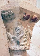 Prieuré de Monbos - Français:   Prieuré de Monbos, Église de Monbos: Chapiteaux énigmatique et insolite pour l\'époque
