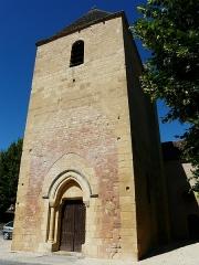 Eglise Saint-Julien - Français:   Le clocher de l\'église Saint-Julien de Tursac, Dordogne, France.