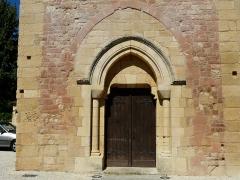 Eglise Saint-Julien - Français:   Le portail occidental de l\'église Saint-Julien de Tursac, Dordogne, France.