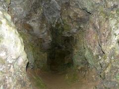 Gisement préhistorique du Ruth ou Abri Pagès - Français:   L\'intérieur de la grotte, au niveau supérieur du gisement préhistorique du Ruth, Tursac, Dordogne, France.