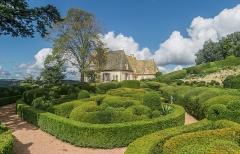 Château de Marqueyssac - English: Castle of Marqueyssac - view from the garden, commune of Vézac, Dordogne, France