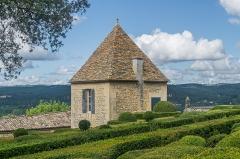 Château de Marqueyssac - English: Outbildings of the castle of Marqueyssac, commune of Vézac, Dordogne, France