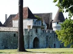 Domaine du Château de Bridoire - Français:   Le châtelet d\'entrée du château de Bridoire, Ribagnac, Dordogne, France