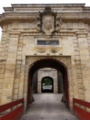 Citadelle de Blaye - Français:   Porte Royale de la citadelle de Blaye (Gironde, France), construite au XVIIe siècle par l\'architecte militaire François Ferry sous la supervision de Vauban. Le site comporte deux portes, la porte Royale et la porte Dauphine. Voir aussi autre cliché.