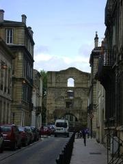 Restes de l'amphithéatre dit Palais Gallien - Français:   Le Palais Gallien à Bordeaux. Vu depuis la rue du colisée.