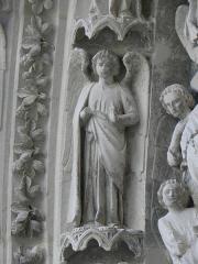 Cathédrale Saint-André - Portail royal de la cathédrale Saint-André de Bordeaux (33). 1ère voussure. Anges (de gauche à droite).