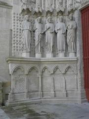 Cathédrale Saint-André - Portail royal de la cathédrale Saint-André de Bordeaux (33). Ébrasement gauche. Apôtres.