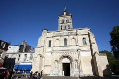Eglise Saint-Seurin - Façade de l'église Saint-Seurin, Bordeaux, France.