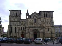 Eglise Sainte-Croix - Eglise abbatiale Sainte-Croix de Bordeaux. La façade.
