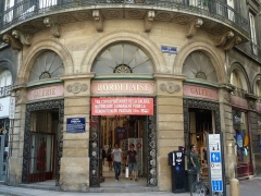 Galerie Bordelaise - This building is inscrit au titre des monuments historiques de la France. It is indexed in the base Mérimée, a database of architectural heritage maintained by the French Ministry of Culture,under the reference PA00083185 .