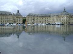 Hôtel de la Bourse - Français:   Place de la Bourse à Bordeaux. A gauche l\'Hôtel des Douanes PA00083193, à droite l\'Hôtel de la Bourse PA00083191