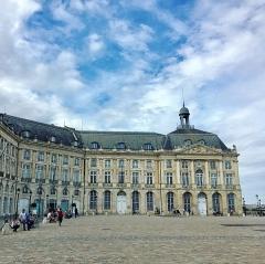 Immeuble - English: September 2017 - Diana Quintero - Place de la Bourse - Bordeaux, France - Iphone 6S