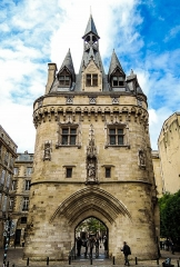 Porte du Palais (ou Porte Cailhau) - This building is classé au titre des Monuments Historiques. It is indexed in the Base Mérimée, a database of architectural heritage maintained by the French Ministry of Culture,under the reference PA00083477 .