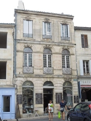 Maison du 18e siècle - English:   Bourg sur Gironde: an old house at the Place de la Liberation