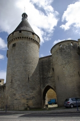 Porte du Port - English: Tower and Door of the Harbour, and Tower of Guet in Libourne (Gironde, France). National Heritage Site of France.