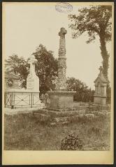 Croix de cimetière, en pierre -