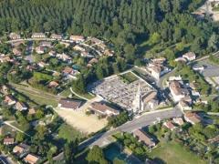 Eglise Saint-Martin - Sadirac (Gironde, France - Le bourg regroupé autour de son clocher.