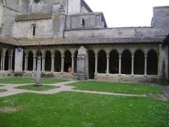 Eglise collégiale Saint-Emilion - Français:   Eglise collégiale Saint-Emilion, Gironde Le cloître.
