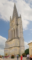 Eglise souterraine monolithe (ancienne église paroissiale Saint-Emilion) - English: Monolithic church of Saint-Emilion of the eleventh century, known as the second monolithic church in the world, the spire of the bell tower rises to 133 meters,  Saint-Émilion, Gironde, France.