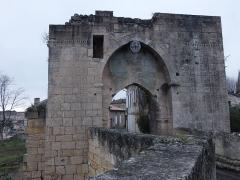 Remparts - Français:   Village de Saint-Émilion (Gironde, France), porte Brunet, remparts classés aux Monuments histriques français (PA00083736), janvier 2015. Voir autre photo.
