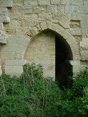 Remparts - Français:   Remparts de Saint-Emilion, Gironde. Porte dans une tour de fortification du rempart en dessous de la Porte Brunet.