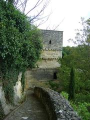 Remparts - Français:   Remparts de Saint-Emilion, Gironde. Tour de fortification du rempart en dessous de la Porte Brunet.