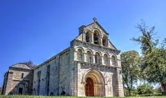Eglise Notre-Dame de Benon - Français:   Église Notre-Dame de Benon, Médoc, France Photo prise le 8 septembre 2015
