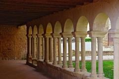 Ancien cloître - Français:   Vue intérieure de la galerie subsistante, cloître de Saint-Macaire, Gironde, France.