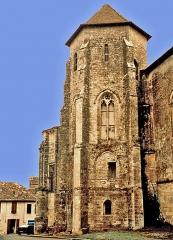 Eglise Saint-Sauveur-et-Saint-Martin - This building is classé au titre des monuments historiques de la France. It is indexed in the base Mérimée, a database of architectural heritage maintained by the French Ministry of Culture,under the reference PA00083767 .