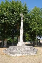Croix de cimetière - Français:   Église de Cameyrac,  (Inscrit, 1925)
