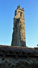 Tour des Augustins - Français:   Tour d\'une église en ruine, dont on voit les départs des murs qui ont été arrachés.